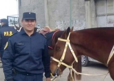 Disponen prisión domiciliaria con tobillera para el policía Mauricio Gómez - Radio Máxima