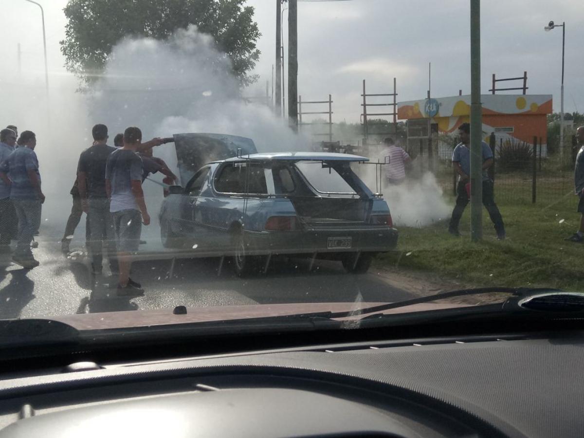 Un coche fúnebre llevaba un cuerpo al Crematorio y se incendió en el ...