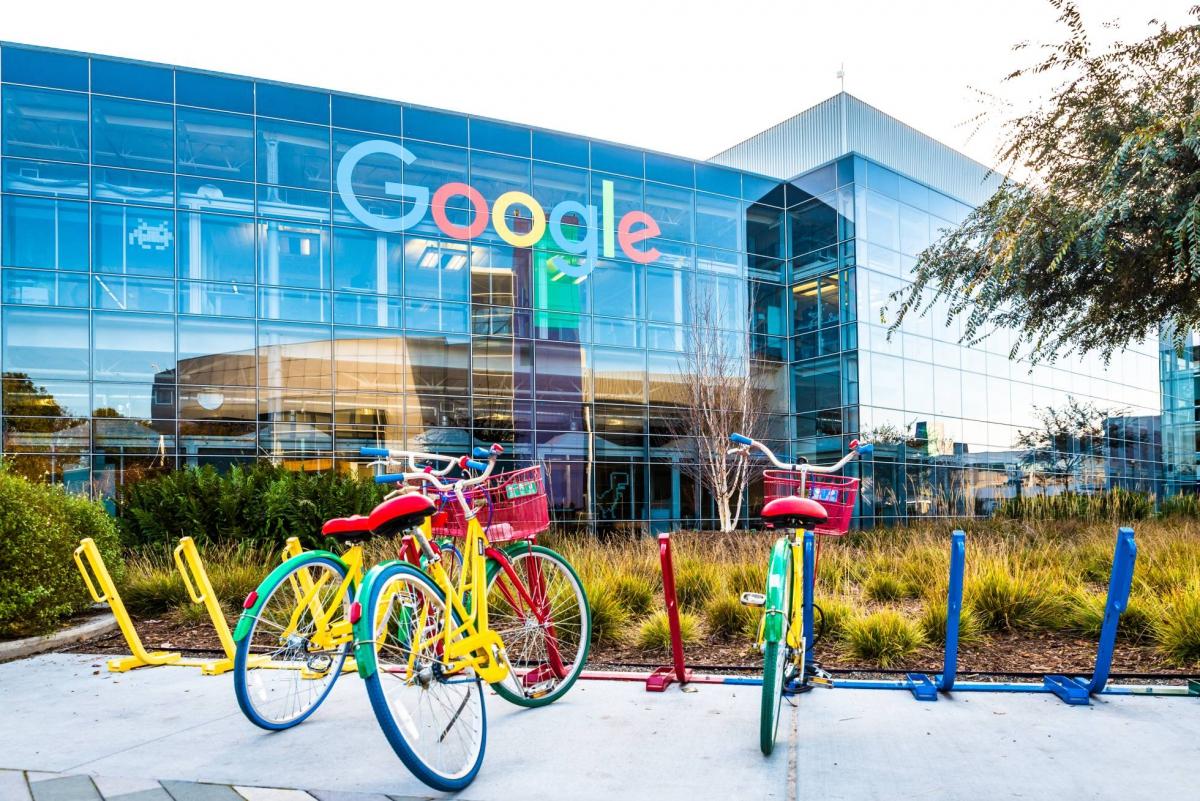 Google cumple 21 años: De un simple buscador a un gigante mundial