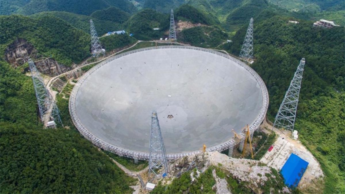 China avanza en investigación espacial con el mayor radiotelescopio del mundo